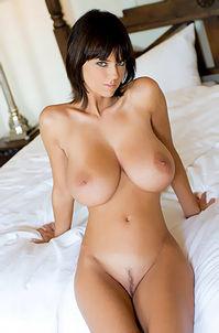 Nude Gabrielle